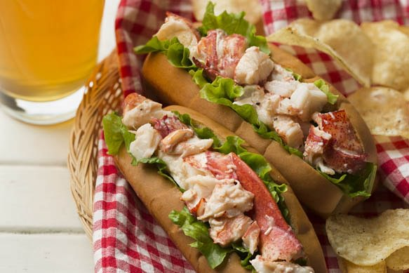 samuel-adams-summer-ale-lobster-roll--en--09099827-90ba-4b2c-8813-7e5baeee88cf
